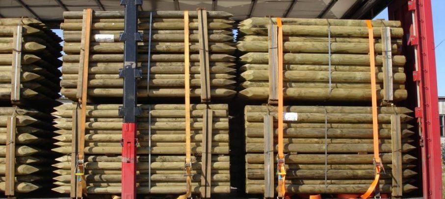 Venta de palos de pino tratado en autoclave para mobiliario urbano y rústico.