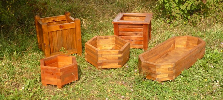 Productos de madera tratada para exteriores, zonas de descanso, jardines.