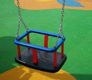 Asiento-de-bebé-para-parques-infantiles-publicos