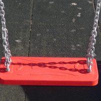 Asiento con cadenas de acero para parques