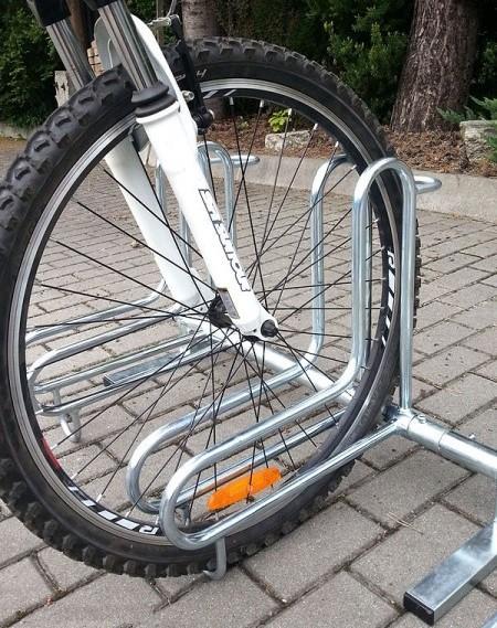 Posabicis 11 plazas. Venta de mobiliario urbano público. Soportes para bicicletas de acero galvanizado para exteriores. Parking para bicis.